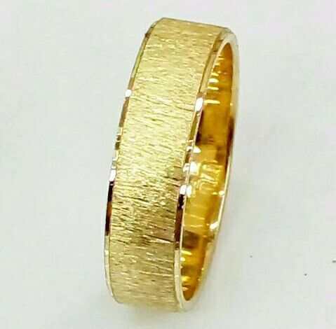 """טבעת נישואין רוחב 5 מ""""מ מחוספסת וקנט מבריק (4385)"""