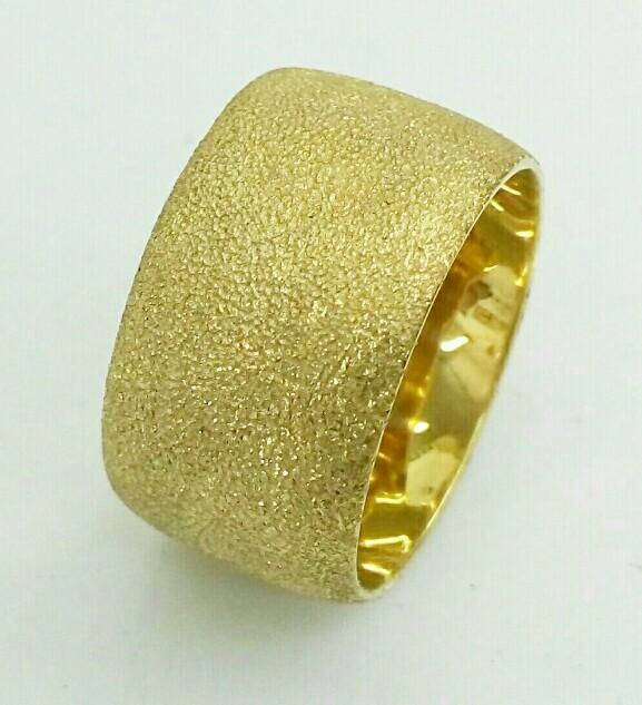 """טבעת נישואין עם חריטת נצנץ ברוחב 12 מ""""מ (4395)"""