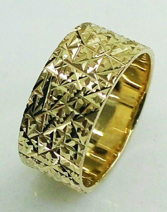 טבעת נישואין זהב עם חריטת כוכבים בלגן (4099)