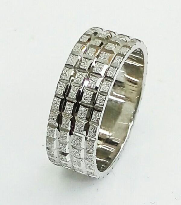 טבעת נישואין זהב לבן עם חריטת קוביות (4300)