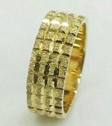 טבעת זהב צהוב עם חריטת קוביות (4300)