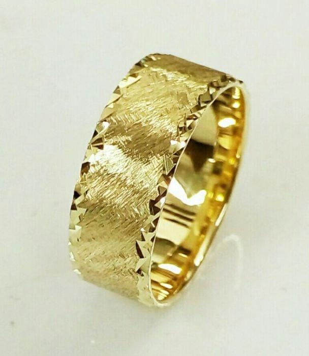 """טבעת נישואין מעוצבת בחריטה מיוחדת ברוחב 7 מ""""מ (4425)"""