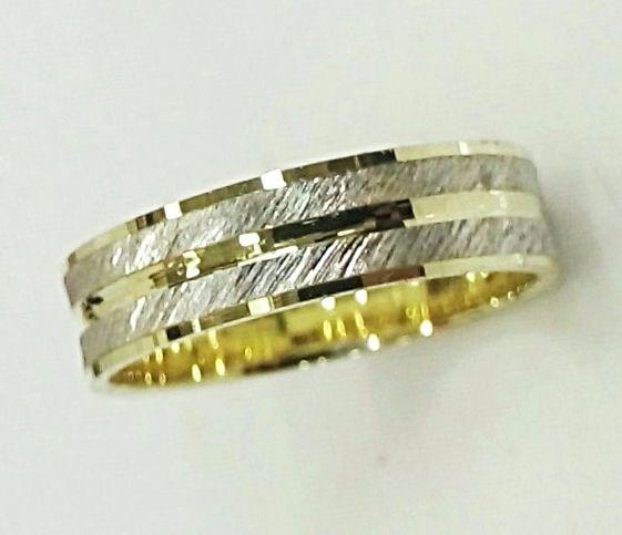 טבעת נישואין לגבר פסים משולב צהוב ולבן (4435)