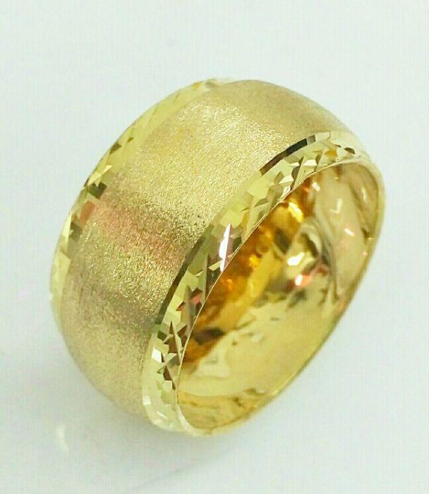 טבעת נישואין זהב מחוספסת באמצע ואיקסים בצדדים (4440)