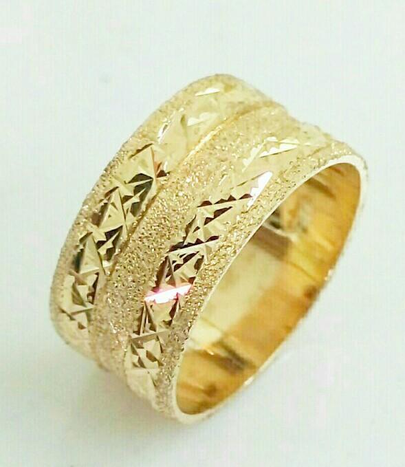 """טבעת נישואין זהב עם חריטה ברוחב 8.5 מ""""מ (4410)"""