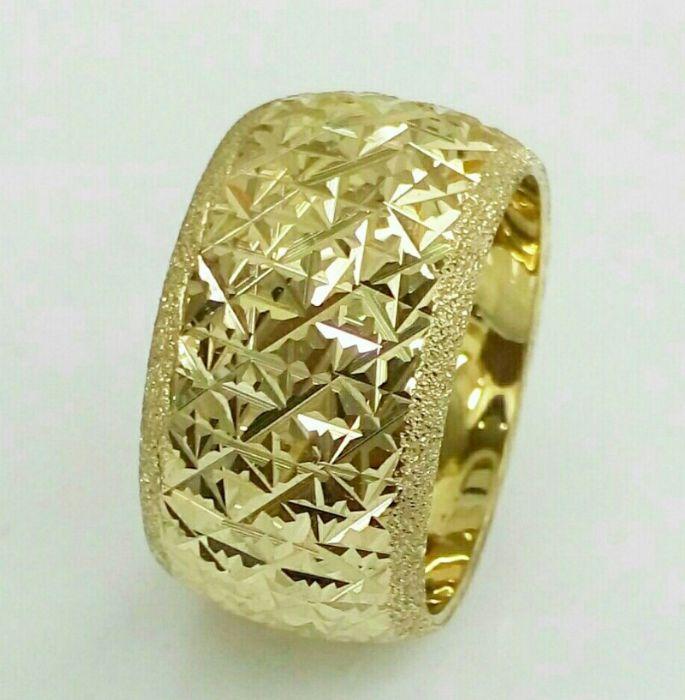 טבעת נישואין זהב 14K כוכבים בלגן עם קנטים נצנץ בצדדים (4046)
