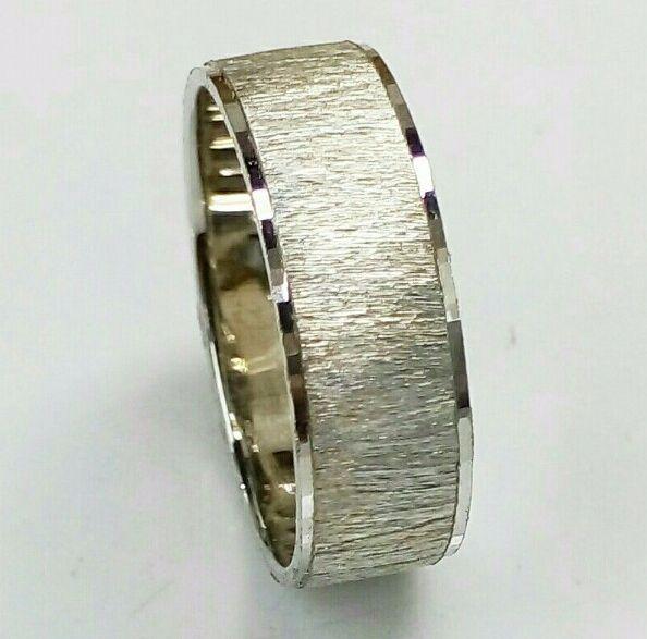 """טבעת זהב לבן לגבר מחוספסת וקנט מבריק ברוחב 6 מ""""מ (4386)"""