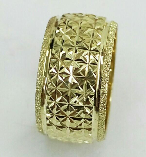 """טבעת נישואין לאישה כוכבים בחיתוך יהלום ברוחב 10.5 מ""""מ (4240)"""