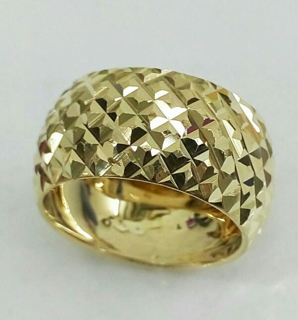 """טבעת נישואין לאישה בצורת קוביות בחיתוך יהלום ברוחב 12 מ""""מ (4245)"""