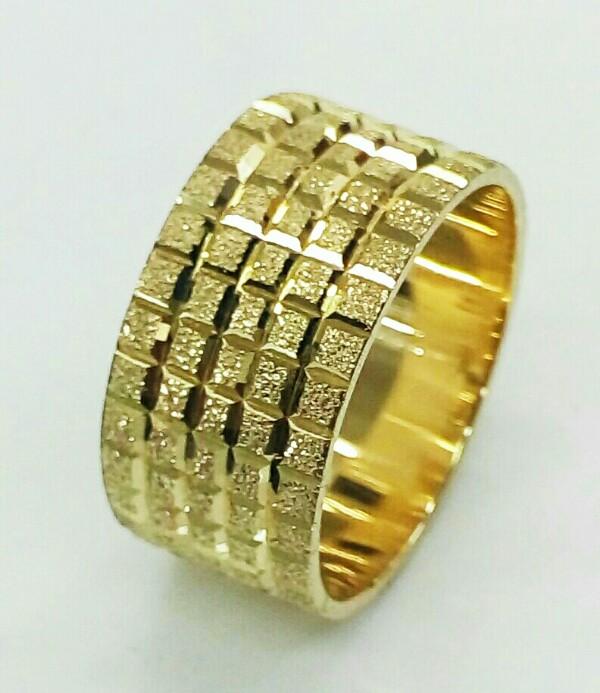 """טבעת נישואין זהב בצורת """"קוביות"""" ברוחב 11 מ""""מ (4301)"""