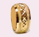 טבעת נישואין זהב 14K עם חריטות יהלום בשילוב נצנץ ושברי מראה בצדדים (4060)