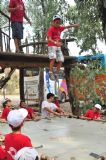 תחזיקו חזק חזק את הטרמפולינה כדי שהוא לא יפול ! פעילות מגבשת לילדים וקייטנות ביער בראשית שבתל אביב