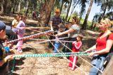 ילדים והורים משחקים ומתחרים אחד בשני ביום כיף לעובדים ולילדים ביער בראשית, אטרקציה לכל המשפחה