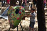 ילד בפעילות יום כיף וגיבוש המבוססת על אהדה והדדיות, תמיכה וכבוד לסביבה