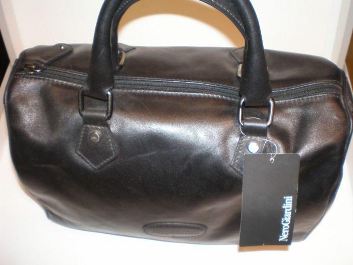 תיק עור נפה שחור דגם באולינג 14019 0NEROGIARDINI
