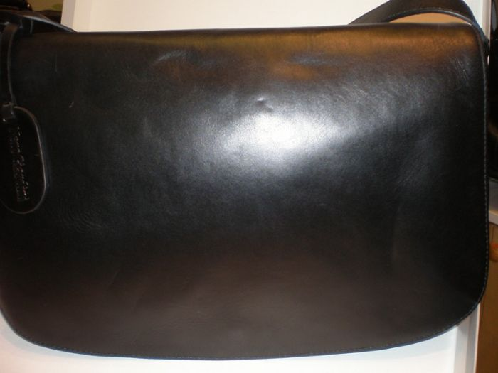 תיק מסנג'ר לנשים מעור נפה שחור NG140192