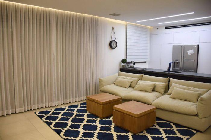 שטיח רשת גיאומטרי כחול נייבי