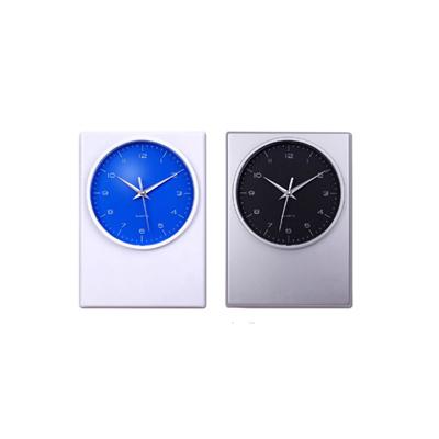 """BZ1383 - """"פניקס"""" שעון קיר"""