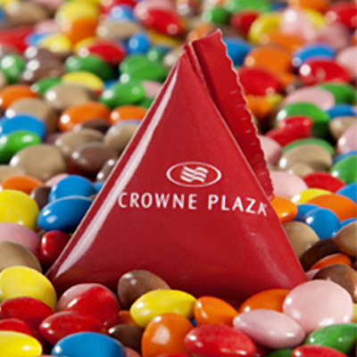 פירמידה במילוי עדשי שוקולד