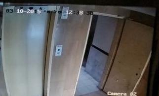 מצלמת אבטחה בכניסה