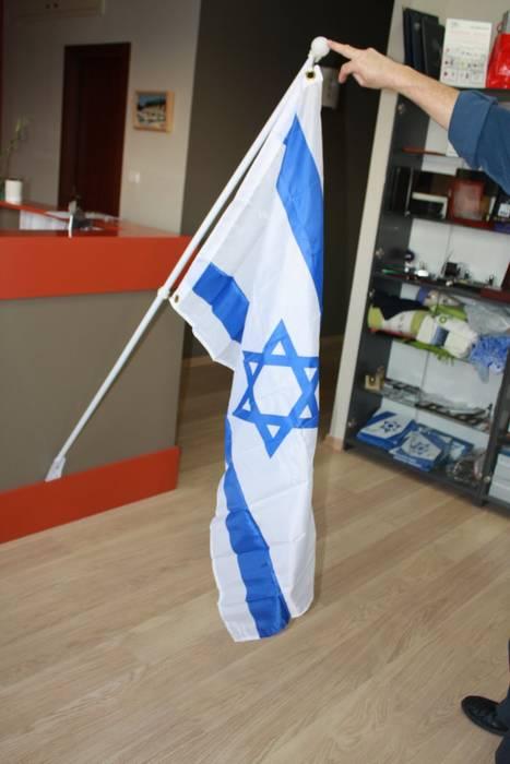 דגל ישראל עם מוט להרכבה