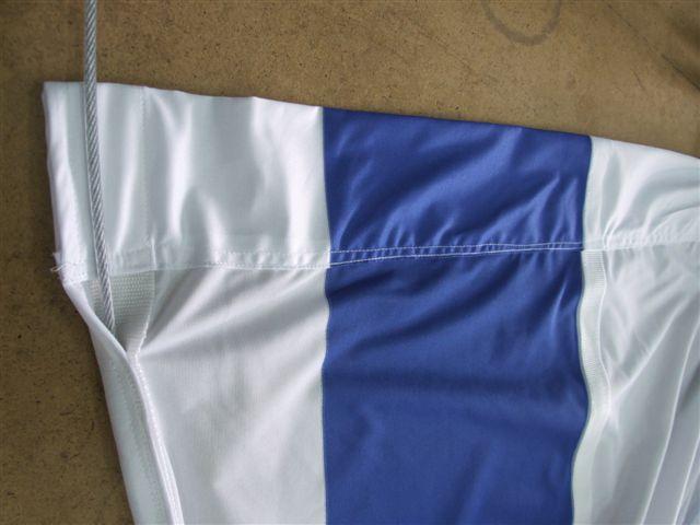 דגל לאום עם רצועות חיזוק