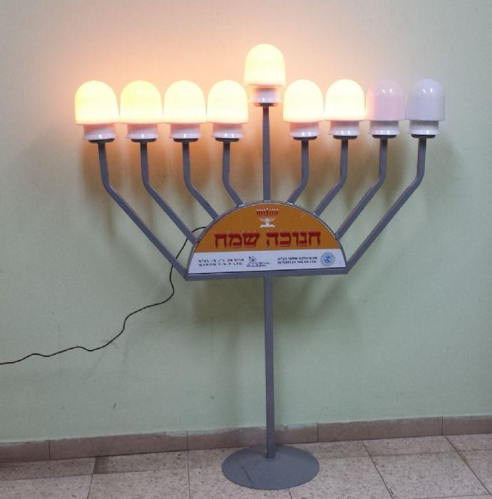 חנוכיה חשמלית עם תאורת לדים