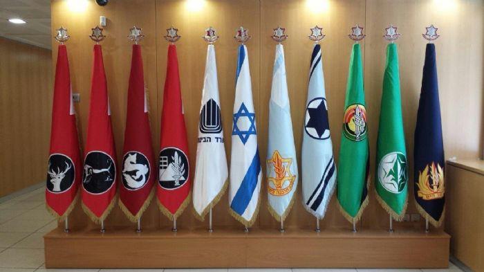 דגלים רקומים בלשכת שר הבטחון