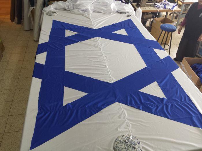 תפירה דגל לאום בגודל 7.5 על 15 מטר