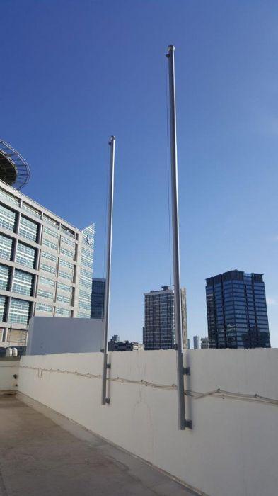 תורן פלדה אחיד 3 צול גובה 6 מטר התקנה על גג מרפות החוץ באיכילוב
