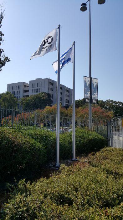 תורן אלומיניום קוני בגובה 6 מטר התקנה באוניברסיטת תל אביב שער 1
