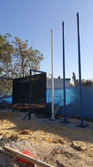 העתקה, החלפת כבלים והעמדה של תרני 5 מטר באתר ההנצחה של מחוז מרכז משטרת ישראל
