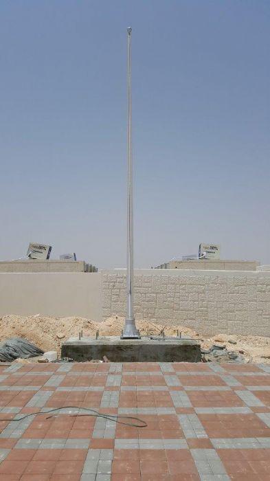 תורן אלומיניום קוני בגובה 8 מטר עם בסיס יצוק התקנה בבסיס סיירים בנגב