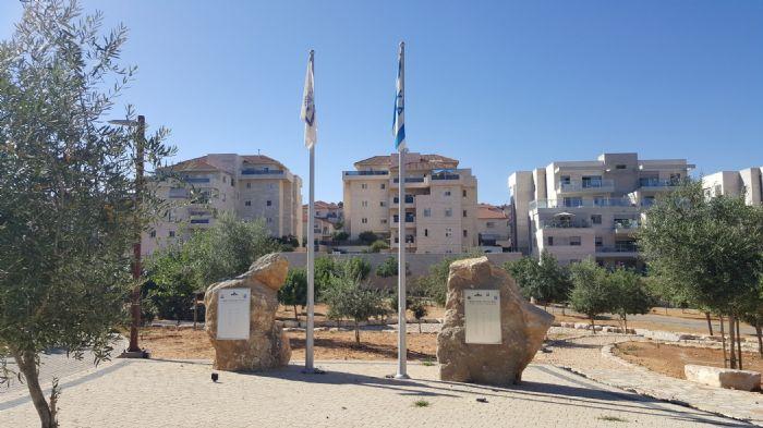 תורן פלדה קוני בגובה 6 מטר התקנה בגן הבנים באריאל