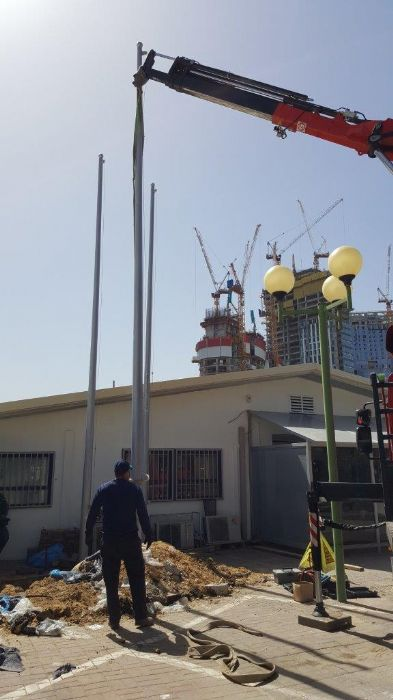 תורן פלדה קוני בגובה 8 מטר, התקנה בתחנת המשטרה ברכבת סבידור