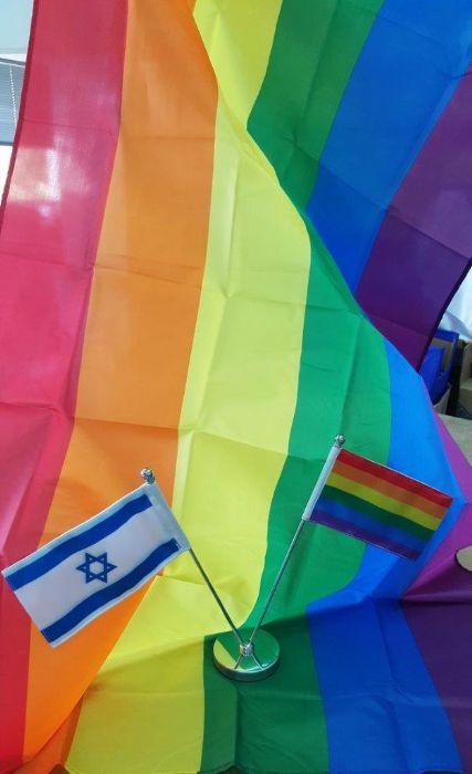דגלי גאווה במגוון גדלים