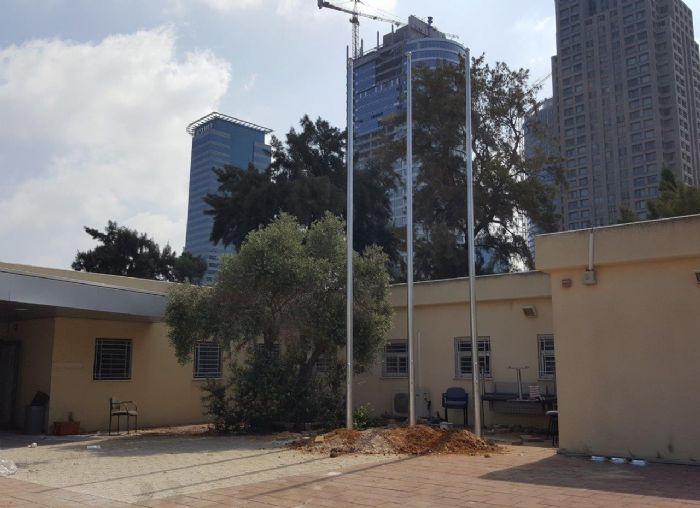 תורן פלדה קוני בגובה 8 מטר התקנה בתחנת משטרה בסבידור