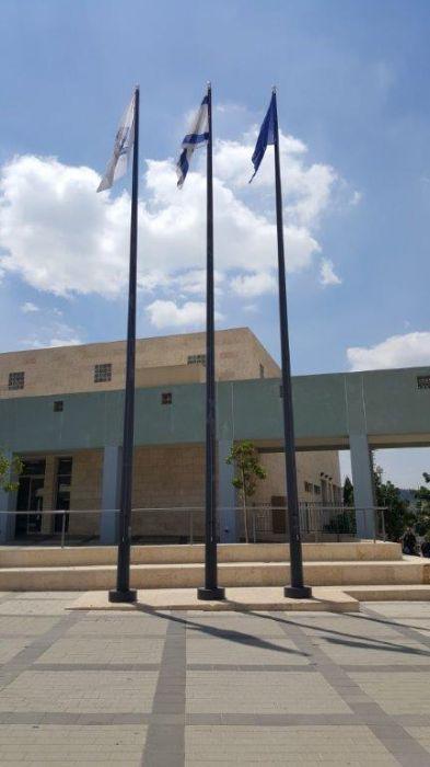 החלפת כבלים וגלגלות, הוספת מתקן למניעת סבסוב הדגל בתרני פלדה גובה 12 מטר במכללה הלאומית לשוטרים
