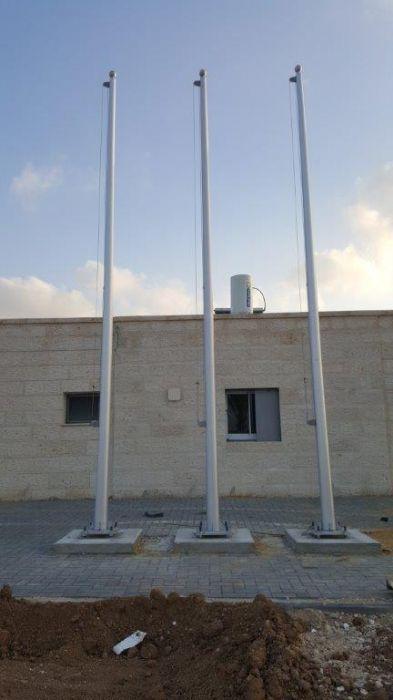 תורן אלומיניום קוני בגובה 6 מטר התקנה בתחנת כיבוי אש חורה
