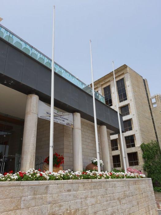 שיפוץ תרני פיברגלס 12 מטר במלון גראנד קורט ירושלים