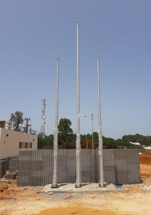 תורן אלומיניום קוני בגובה 6+8 מטר התקנה בבסיס משטרה צבאית בבית ליד