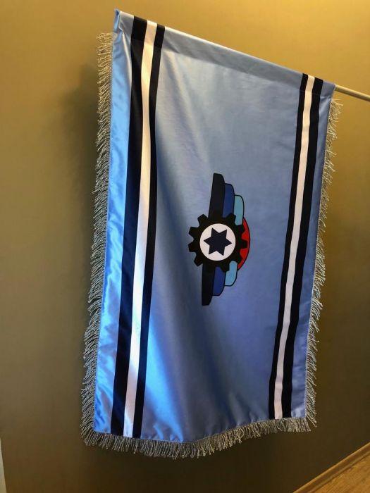 דגל כפול מודפס על בד אטלס ופרנז כסף