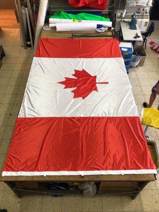 דגל קנדה תפור באפליקצייה , הזמנה מיוחדת מחו״ל במידות 190 ס״מ על 350 ס״מ.
