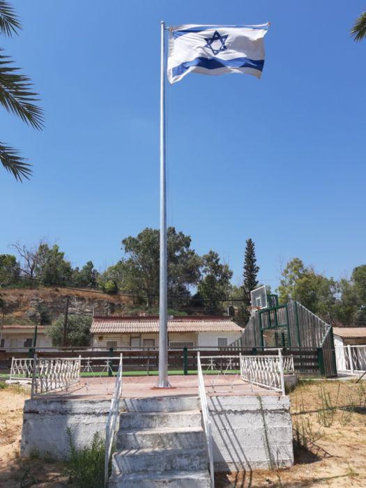 הסרת תורן קיים והתקנת תורן פלדה בגובה 8 מטר בבסיס תחמושת מחנה בית אלעזרי