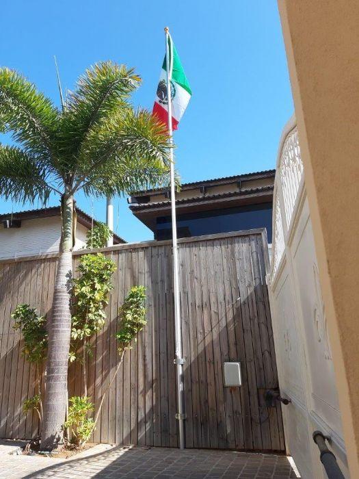תורן מפרקי בגובה 6 מטר התקנה בבית שגריר מכסיקו בכפר שמריהו