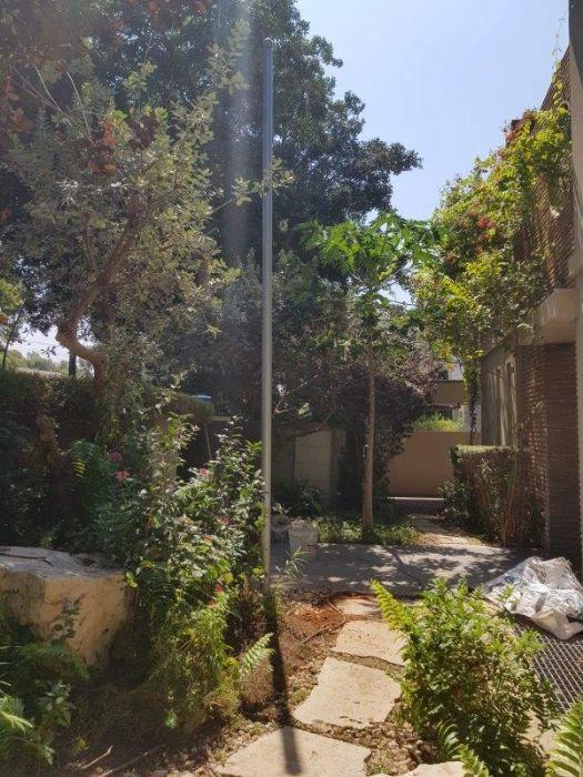 תורן פלדה אחיד בקוטר 3 צול גובה 5 מטר התקנה בבית שגריר פרו בהרצליה פיתוח