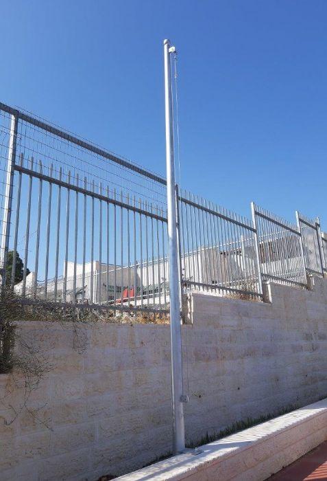תורן פלדה קוני בגובה 6 מטר התקנה בבית ספר חמדת השקד במבשרת ציון