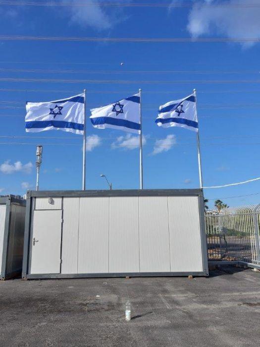 תורן פלדה קוני בגובה 10 מטר התקנה בדפולוג נמל חיפה