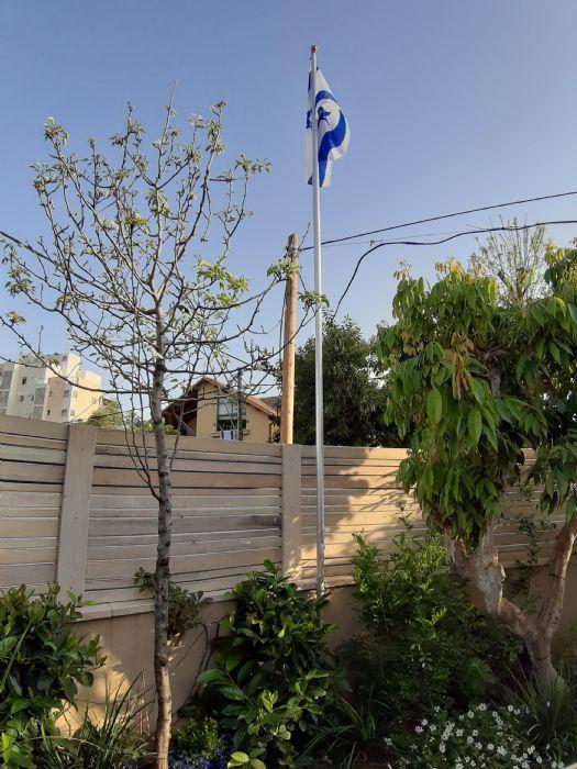 6-foot aluminum flagpole mounted on a customer's home in Ramat Gan
