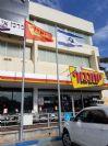 Установка 8-метрового конического стального флагштока в филиале Ness Ziona в сети Yohananof